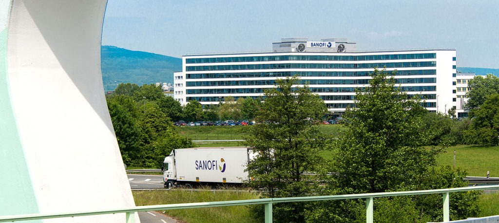 1200px-Sanofi_Frankfurt_IPH
