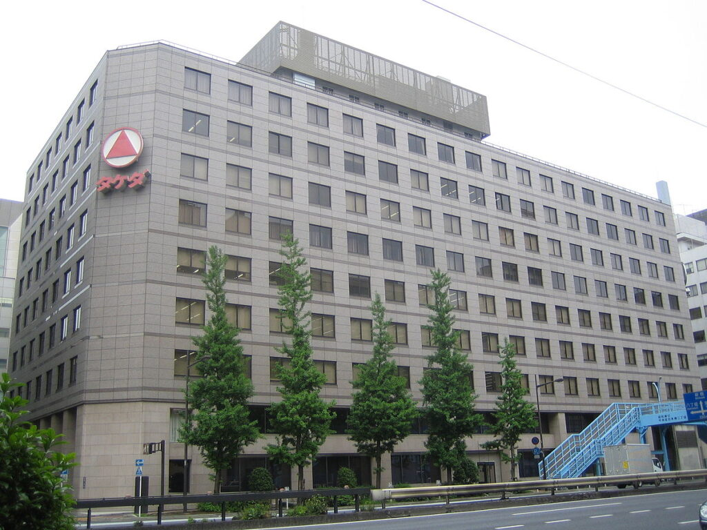 1200px-Takeda_Pharmaceutical_Company_(Tokyo_Head_Office)_1
