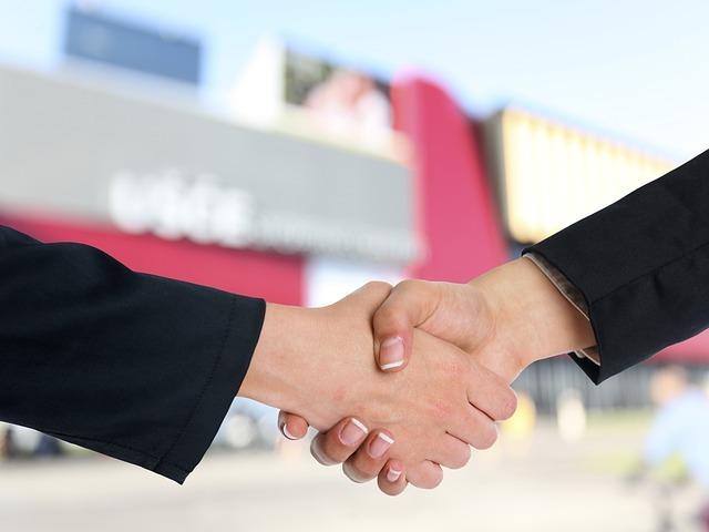 Sanofi offers to acquire clinical-stage company Kiadis. (Credit: Adam Radosavljevic from Pixabay)